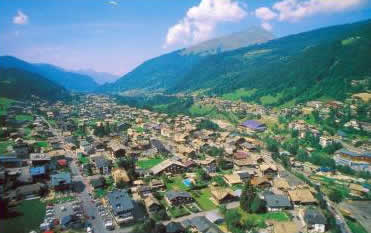 Morzine station village au coeur du domaine t hiver des for Piscine morzine